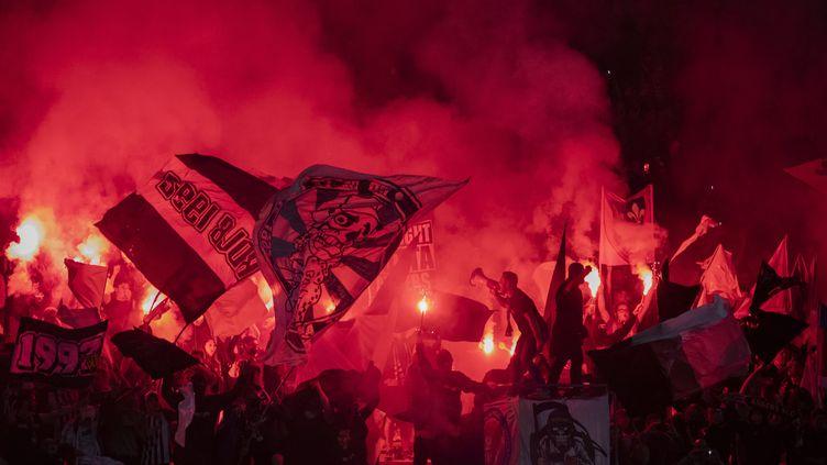 La tribune des supporters d'Angers lors du match contre l'OM, à Angers (Maine-et-Loire) le 22 septembre 2021 (JEREMIAS GONZALEZ / MAXPPP)