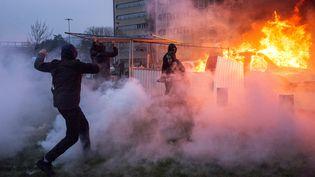 Des échaufourrées en marge d'une manifestation contre les violences policières et en soutien au jeune Théo, à Bobigny (Seine-Saint-Denis), le 11 février 2017. (JULIEN MATTIA / SPUTNIK / AF¨P)