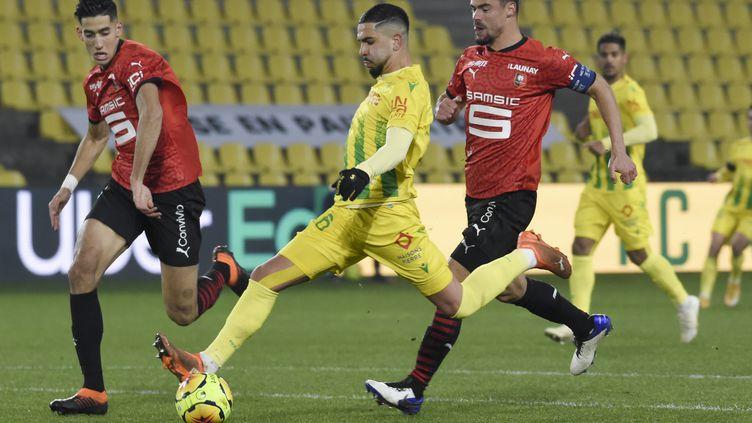 Le FC Nantes face au Stade Rennais pour la première de Raymond Domenech en tant qu'entraîneur des Canaris. (SEBASTIEN SALOM-GOMIS / AFP)