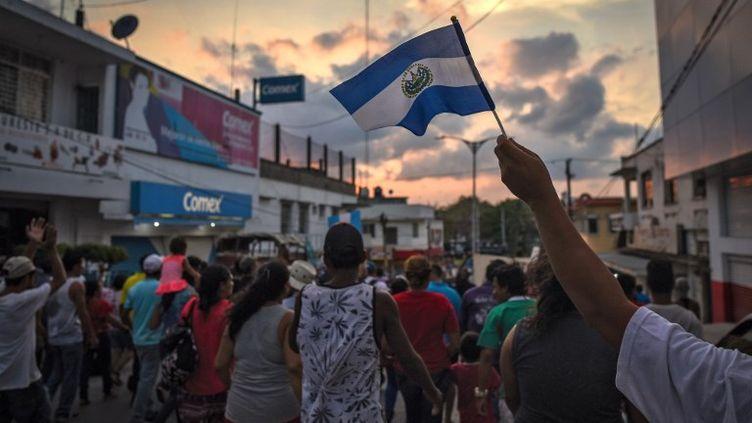 La caravane a d'ailleurs renoncé à son objectif initial d'atteindre la frontière américaine, débordée par son succès cette année. (VICTORIA RAZO / AFP)