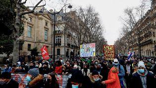 La marche blanche en mémoire de Cédric Chouviat le 3 janvier 2021 à Paris. (SAMEER AL-DOUMY / AFP)