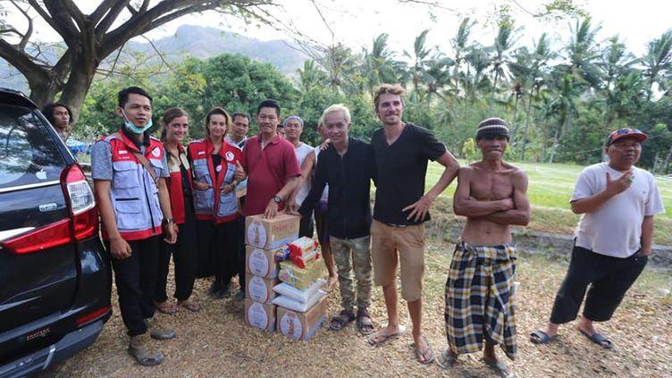 Les deux étudiants ont pu acheter 110kilos de rizet 300litres d'eau. (MAD LOMBOK)
