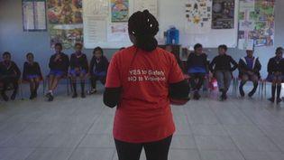 """""""Action breaks silence"""". C'est le nom d'une association qui organise des ateliers d'autodéfense dans les écoles en Afrique du sud pour apprendre aux jeunes filles à se defendre contre les violences sexuelles. (france 24)"""
