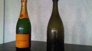 Des bouteilles de champagne de la maison Veuve Cliquot, qui font partie des 168 bouteilles découvertes dans une épave, dans la mer Baltique, en 2010. (JUSSI NUKARI / AP / SIPA)