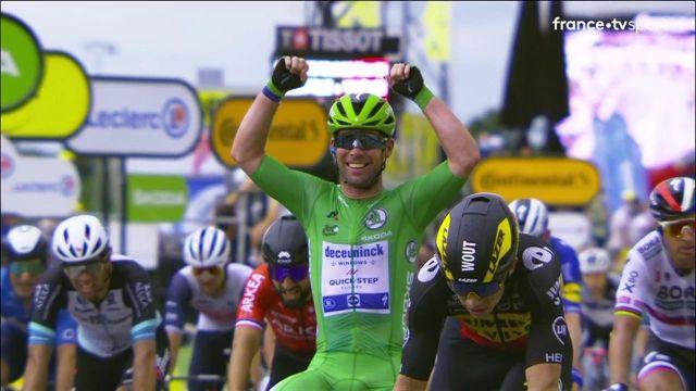 Emmené dans un fauteuil, le Britannique décroche son 33e succès en carrière sur le Tour de France. Il n'est plus qu'à une longueur du record d'Eddy Merckx.