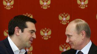 Alexis Tsipras (à gauche) et Vladimir Poutine (à droite), le 8 avril 2015, au Kremlin, à Moscou (Russie). (ALEXANDER ZEMLIANICHENKO )