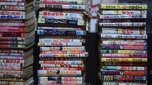 Une pile de mangas au festival de manga de Milan, le 2 mai 2013. (OLIVIER MORIN / AFP)