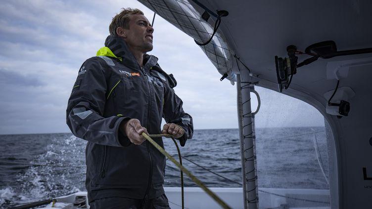 Thomas Ruyant à la manœuvre dans l'Océan Indien. Décembre 2020 (PIERRE BOURAS / TR RACING)