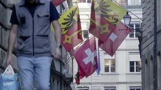 Les Suisses ont entamé leur déconfinement, lundi 27 avril. À Genève (Suisse), la vie a tranquillement repris son cours. (France 3)