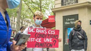 Manifestation de collectifs et syndicats lycéens le 5 mai 2021 à Paris pour protester contre le maintien des épreuves du Bac en présentiel. (BRUNO LEVESQUE / MAXPPP)