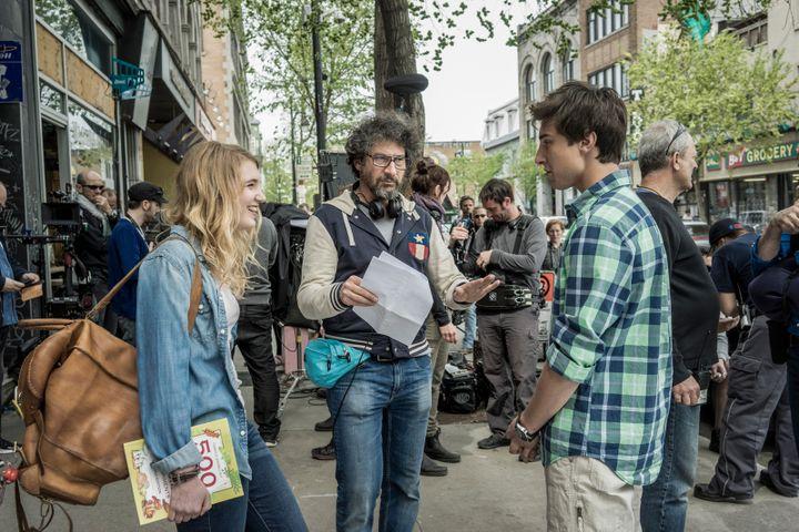 Radu Mihaileanu entre ses deux jeunes interprètes Sophie Nélisse et Alex Ozerov  (Wild Bunch Distribution)
