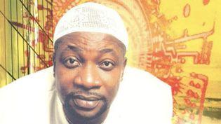 """Aurlus Mabélé sur la pochette de son album """"Fiesta d'or"""" sorti en 2001. (JIP PRODUCTIONS)"""