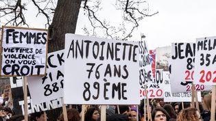 Une manifestationpour les droits des femmes, le 8 mars 2020, à Paris. (KARINE PERON LE OUAY / HANS LUCAS / AFP)