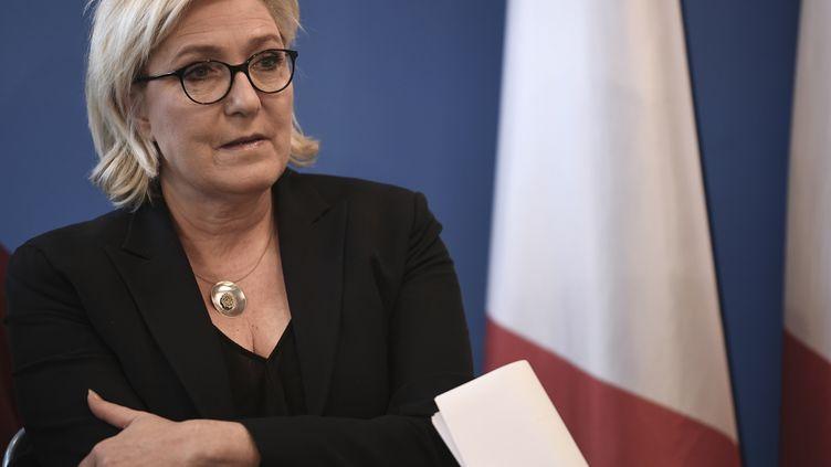 Marine Le Pen lors d'une conférence de presse au siège du Front national, à Nanterre (Hauts-de-Seine), le 8 décembre 2017. (STEPHANE DE SAKUTIN / AFP)