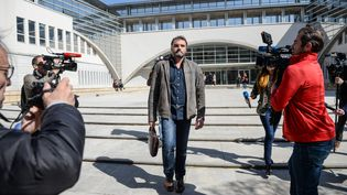 Le docteur Frédéric Péchier, à sa sortie du tribunal de Besançon (Doubs), le 29 mars 2017. (SEBASTIEN BOZON / AFP)
