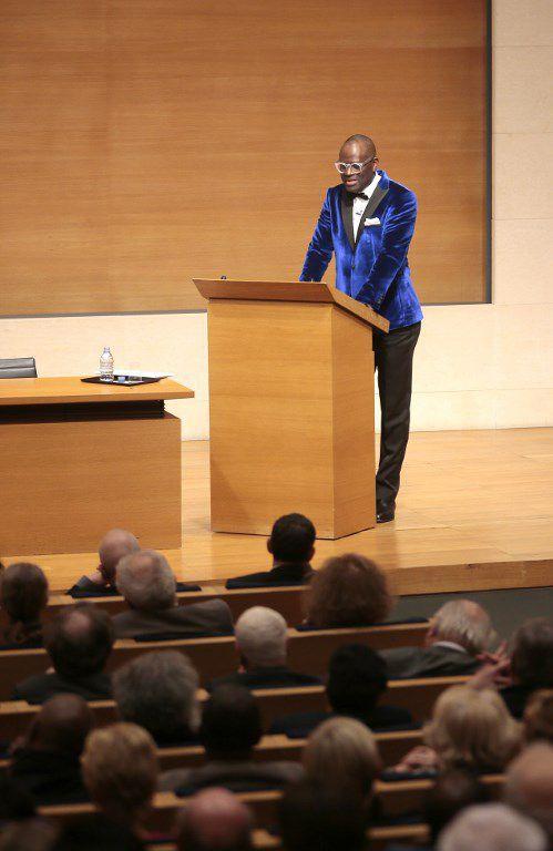 La leçon inaugurale de l'écrivain franco-congolais Alain Mabanckou au Collège de France à Paris le 17 mars 2016. (JACQUES DEMARTHON / AFP)