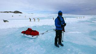 Un membre de l'équipe du photographe Laurent Baheux, en Antarctique, en 2015. (LAURENT BAHEUX)