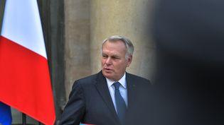 Le ministre français des Affaires étrangères, Jean-Marc Ayrault, quitte le Conseil des ministres, le 2 novembre 2016, à l'Elysée, à Paris. (CITIZENSIDE/YANN KORBI / CITIZENSIDE)