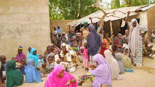 Cette photo de l'armée nigériane publiée le 30 avril 2015 présente des otages de Boko Haram libérés. (NIGERIAN ARMY / AFP)