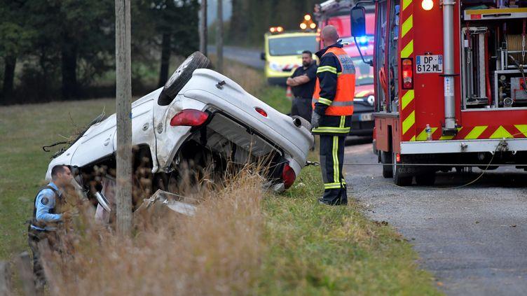 Un accident de la route à Saint-Martin-le-Châtel (Ain), le 9 octobre 2018. (MAXPPP)