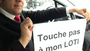 Sentant le vent tourner, Ferjani Redouan a déjà fait une demande de licence VTC. (SIMON GOURMELLET / FRANCETV INFO)