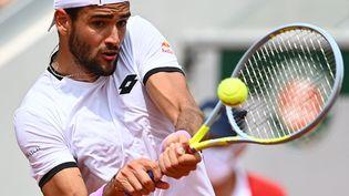 Matteo Berrettinilors de son troisième tour à Roland-Garros, le 3 juin 2021. (CHRISTOPHE ARCHAMBAULT / AFP)