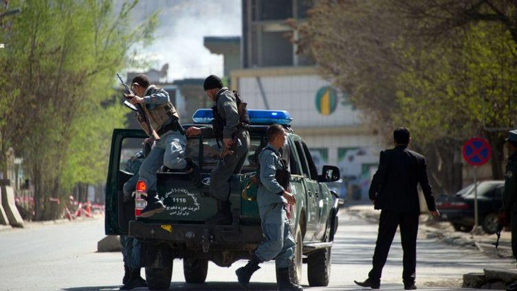 Des policiers afghans à Kaboul (Afghanistan), le 15 avril 2012. (JOHANNES EISELE / AFP)