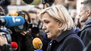 Marine Le Pen, candidate du FN à la présidentielle, lors d'un deplacement au commissariat de Juvisy-sur-Orge, le 7 février 2017. (ROMAIN BEURRIER / REA)