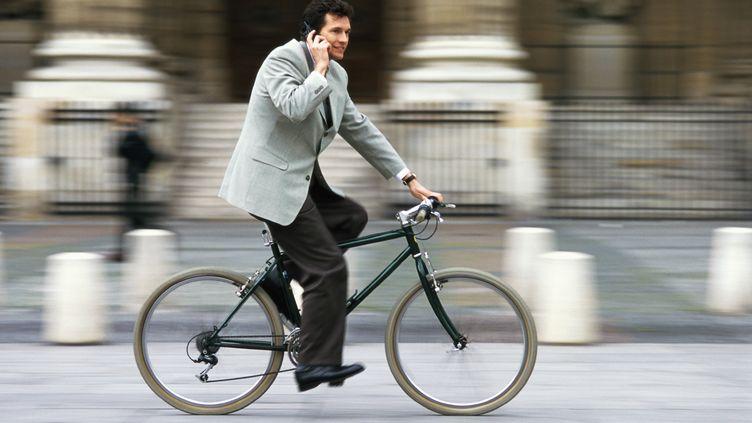 La généralisation de l'IKV (Indemnité kilométrique vélo) pourrait permettre d'augmenter le nombre de salariés cyclistes en France à 1,4 million en 2022, contre 700 000 aujourd'hui. (MAXPPP)