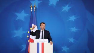 Emmanuel Macron s'exprime lors d'une conférence de presse à Bruxelles (Belgique), le 29 juin 2018. (LUDOVIC MARIN / AFP)