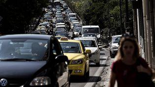 Un embouteillage dans les rues d'Athènes (ARIS MESSINIS / AFP)