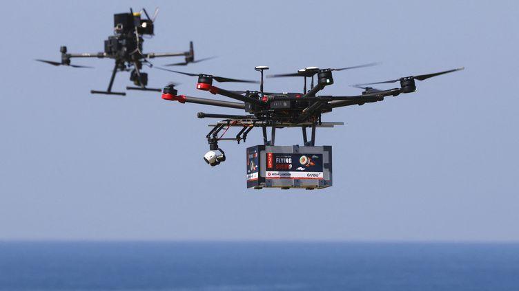 Un drone livreur dans le ciel israélien, le 11 octobre 2021. (JACK GUEZ / AFP)