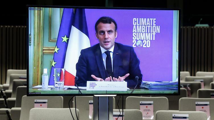 Emmanuel Macron s'exprime à l'occasion d'un sommet virtuel sur le climat, le 12 décembre 2020. (KENZO TRIBOUILLARD / AFP)
