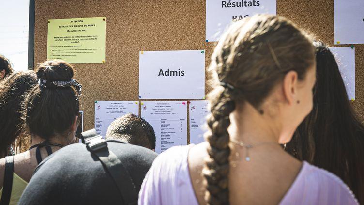 Les résultats du baccalauréat au lycée Amiral de Grasse (Alpes-Maritimes), le 5 juillet 2019. (FREDERIC DIDES / HANS LUCAS)