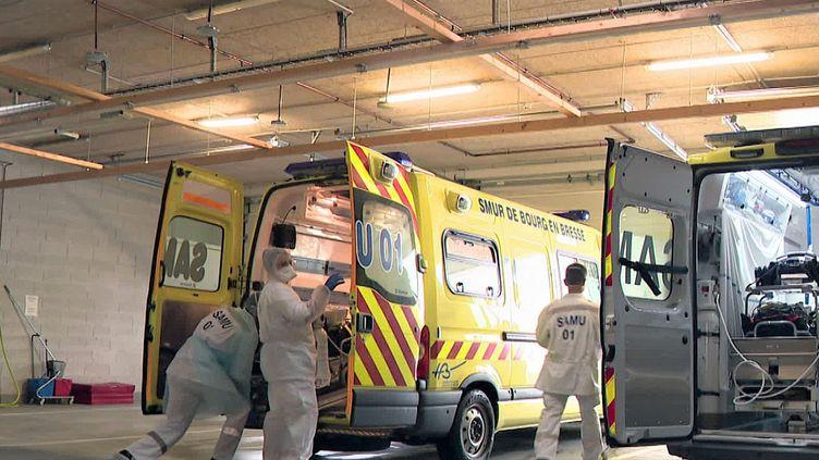 Le Samu de Bourg-en-Bresse dans l'Ain organise les transferts de malades de Covid-19 (France 3 Aura)