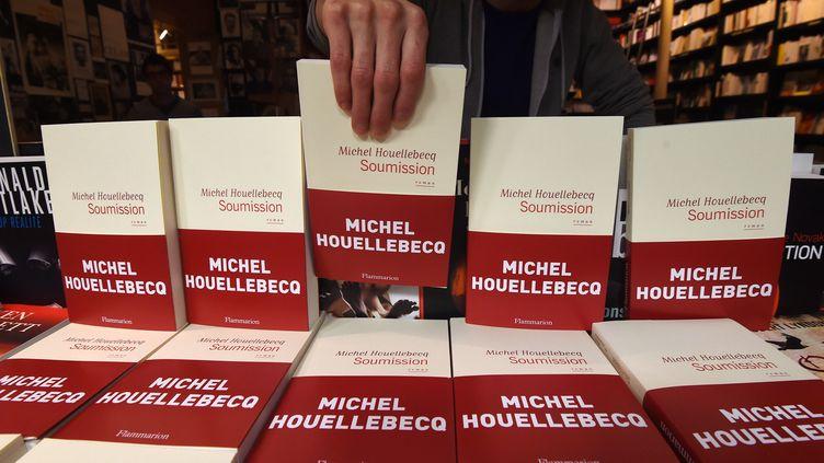 """""""Soumission"""" le roman de Michel Houellebecq dans la vitrine d'une librairie en janvier 2015 à Paris (DOMINIQUE FAGET / AFP)"""