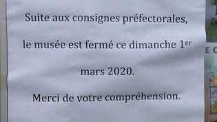 Avec 100 cas de Covid-19, la France est le deuxième foyer de contamination en Europe. Le département de l'Oise concentre le plus grand nombre de personnes infectées. Des mesures de semi-confinement ont été prises dans huit communes. (FRANCE 2)
