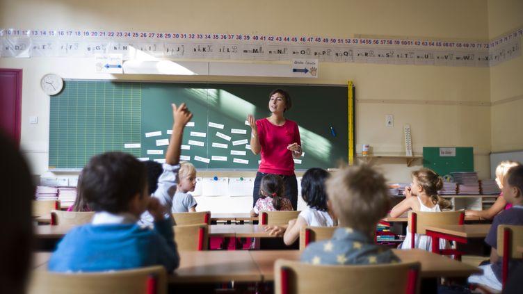 Une classe d'une école élémentaire, à Paris, le 4 septembre 2012. (FRED DUFOUR / AFP)