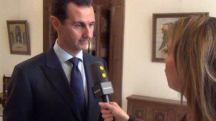 Le président syrien Bachar Al-Assad interrogé par l'envoyée spéciale de franceinfo à Damas, le 9 janvier 2017. (GILLES GALLINARO / RADIO FRANCE)