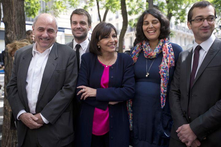 Myriam El Khomri aux côtés d'Anne Hidalgo, le 4 juin 2013, au début de la campagne pour les élections municipales à Paris. (JOEL SAGET / AFP)
