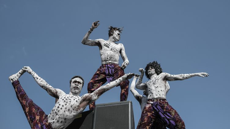 Danseurs au festival Sauti za Busara en Tanzanie, le 7 juillet 2019. (YASUYOSHI CHIBA / AFP)