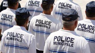 Des policiers municipaux, le 16 juin 2011 à Nice (Alpes-Maritimes). (SEBASTIEN NOGIER / AFP)