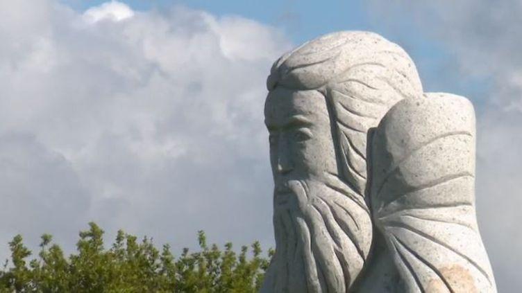Dans la vallée des saints, en Bretagne, une centaine de statues monumentales s'élèvent pour revisiter l'histoire et les légendes de la région. (FRANCE 2)