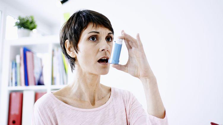 La pollution atmosphérique entraîne uneaugmentation du nombre de cas d'asthme. (ALICE S / BSIP / AFP)