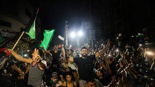 Des Palestiniens célèbrent dans les rues de Gaza après un cessez-le-feu, le 21 mai 2021. (MOHAMMED ABED / AFP)