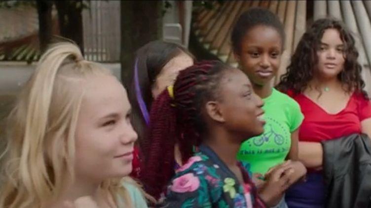 """Cinéma : """"Mignonnes"""", quand des jeunes adolescentes veulent grandir trop vite (FRANCEINFO)"""