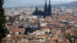 Vue sur Clermont-Ferrand, en mars 2015. (VINCENT ISORE / MAXPPP)