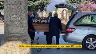 Des funérailles à Bergame (Italie) (FRANCEINFO)