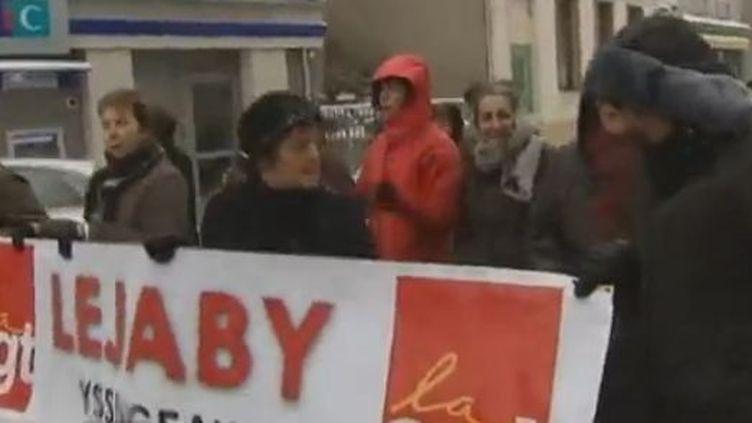 Lessalariés de l'usine Lejaby dans les rues d'Yssingeaux (Haute-Loire) jeudi 2 février (France 3)