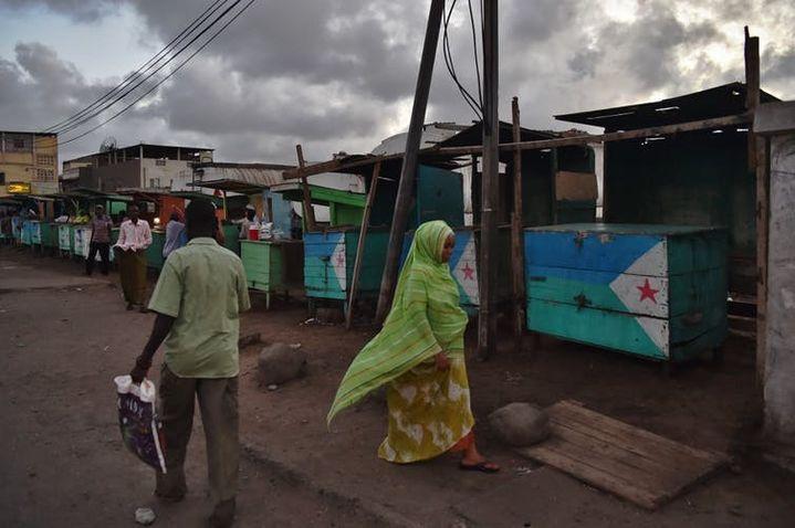 Devantures d'étals vendant du khat à Djibouti, mai 2015.  (Carl de Souza/AFP)